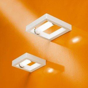 L'applique New York di Sforzin ha la montatura in alluminio bianco; misura L 14 x P 17 x H 3 cm. Prezzo 121 euro. www.sforzinilluminazione.com