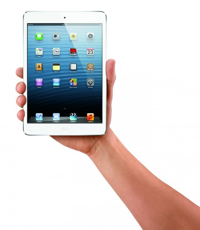 Il tablet iPad mini di Apple dispone di oltre 800.000 app a portata di dito. Dotato di chip dual-core A5 per una grafica reattiva, ha videocamera frontale FaceTime HD. La batteria ai polimeri in litio garantisce un'autonomia di 10 ore. Pesa 308 grammi. Misura L 13,4 x P 0,7 x H 20 cm. Nelle versioni Wi-Fi o Wi-Fi + Cellular. Prezzo da 329 euro. www.apple.com