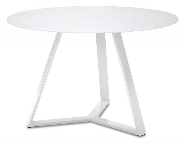 È in metallo verniciato con piano in vetro temperato extra bianco il tavolo che misura 122 x H 75 cm ed, esclusa Iva, costa 638 euro Archie 120 di Domitalia