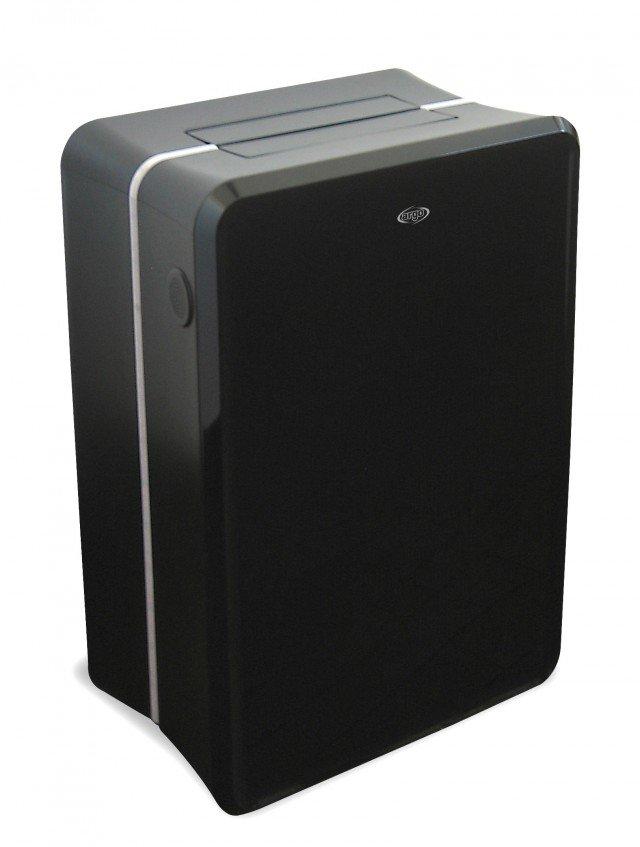 Il climatizzatore portatile monoblocco Extreme XL di Argoclima ha il profilo luminoso a led ed è dotato di pompa di calore. In classe di efficienza energetica A+++ ha potenza di 3,1 kW in raffrescamento e in riscaldamento. Misura L 50,5 x P 31 x H 72,5 cm. Prezzo 799 euro. www.argoclima.com