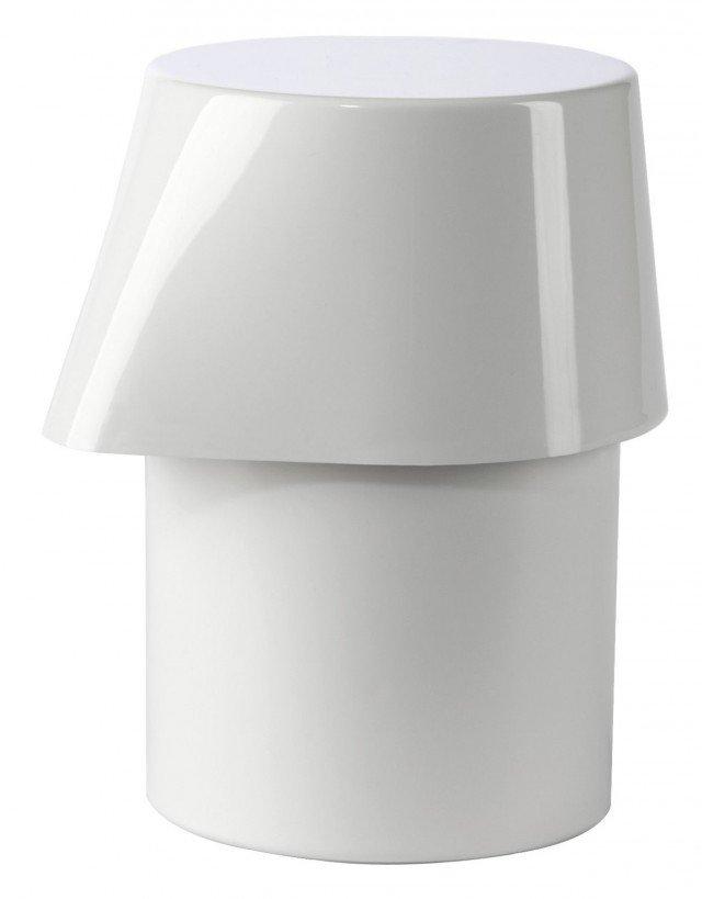 La collezione Kali di Authentics è una linea completa per il bagno che unisce una serie di oggetti semplici, pratici e innovativi: specchio d'ingrandimento, ciotole, scatole multifunzione. Per un'estetica perfetta, questo dosatore di sapone liquido è dotato di una pompa nascosta all'interno del corpo. Il becco in rilievo permette di conoscere il livello del sapone. Disponibile in diversi colori, si coordina perfettamente a tutti gli altri accessori della collezione Kali. Misura L 9,5 x P 8,5 x H13 cm. Prezzo 22 euro. www.authentics.de