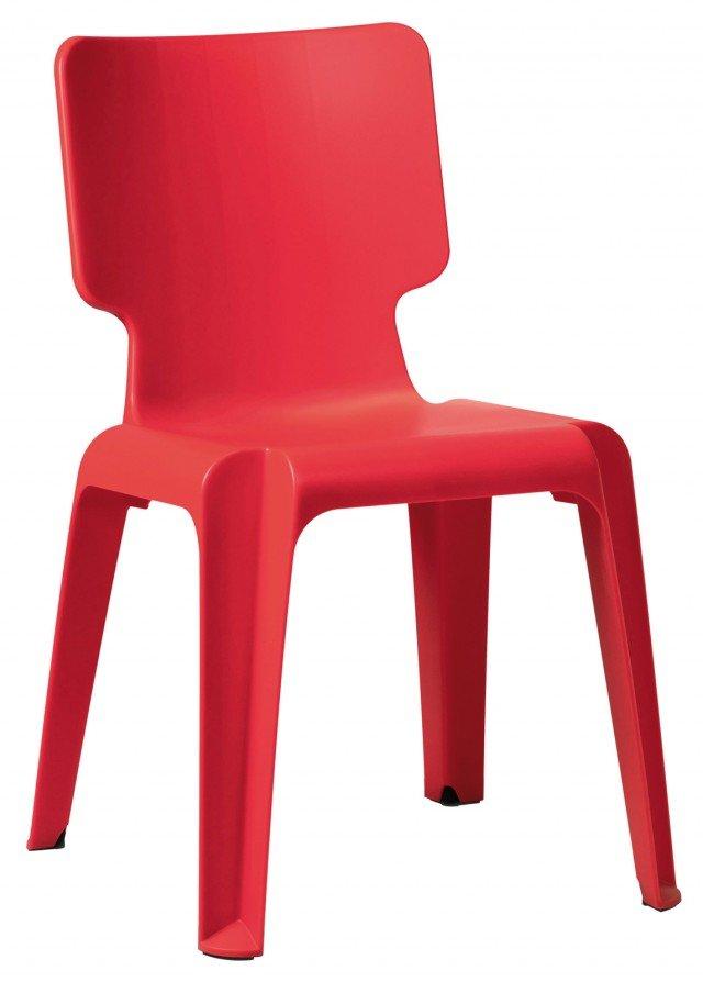 PER QUALSIASI AMBIENTE ANCHE ALL'ESTERNO. La sedia Wait di Authentics è comoda e resistente. Un'unica struttura dalla forma classica, modellata in polipropilene, è composta da un comodo schienale e un'ampia seduta. Leggera e impilabile è disponibile nei colori: orange, translucent white, beige, lime green, brown, light violet, red, light blue, off-white, cobalt blue e  black. Misura ?L54x?P47,5x?H77,5 cm. Prezzo 49,50 Euro. www.authentics.co.uk