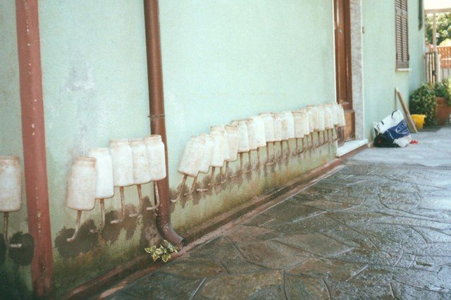 Barriera chimica di S. Paolo, è un sistema che utilizza un composto bicomponente a base di silano di monomero che rende impermeabile la muratura. www.spaololucca.com