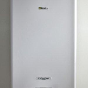 Exclusive Green HE 35 C.S.I. di Beretta è la caldaia a condensazione che raggiunge un'efficienza del 109% a 35 kW e che produce anche acqua sanitaria. Misura L 45,3 x P 35,8 x H 84,5 cm. Prezzo 4.301,55 euro. www.berettaclima.it