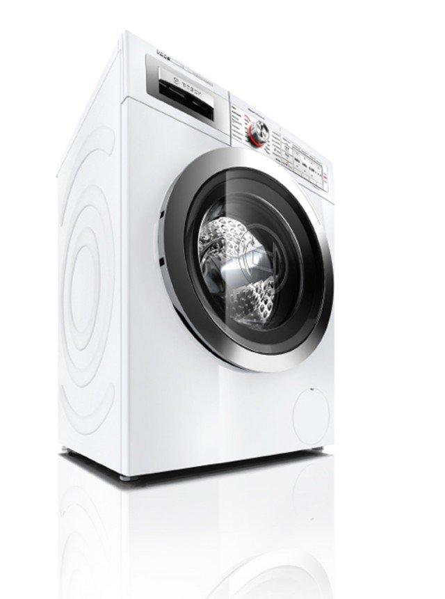 La lavatrice HomeProfessional i-DOS di Bosch è estremamente facili da usare: basta far ruotare il selettore illuminato a Led rossi per selezionare il programma che preferite. Basta riempire una volta il cassetto del detersivo per effettuare circa 20 lavaggi.E' in classe A+++. Prezzo: 1.269 euro.