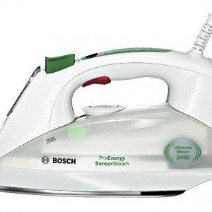 Un sensore integrato nel manico disattiva il ferro TDS1210 di Bosch ogni volta che si lascia l'impugnatura. Genera vapore immediato e ha potenza di 2.400 watt. Prezzo 99,90 euro. www.bosch.it