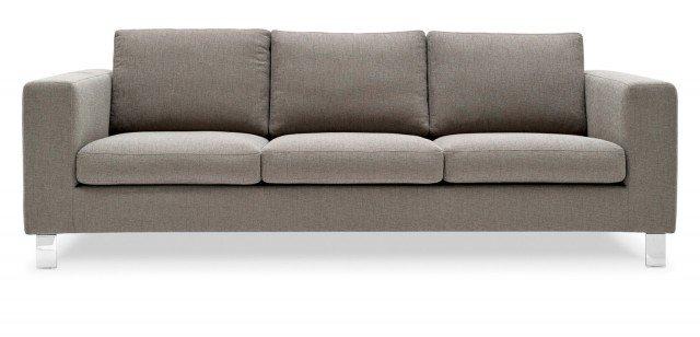 Prezzo 1.305 euro - Malcom di Calligaris. Imbottito in poliuretano espanso indeformabile e rivestito in resistente tessuto Danube, il divano misura L 229 x P 92 x H 82 cm. www.calligaris.it