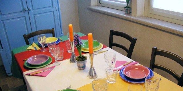 Tovagliette e runner per la tavola a colori