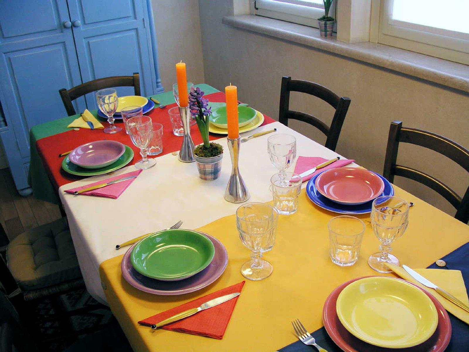 Tovagliette e runner per la tavola a colori cose di casa - Tovaglie da tavola moderne ...
