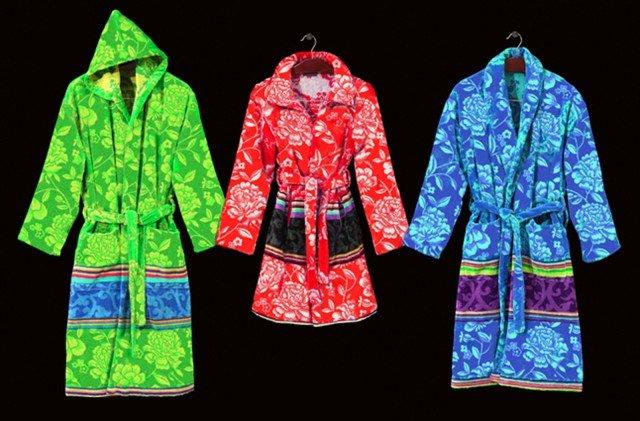 Completo di cappuccio e scialle, l'accappatoio Jap di Carrara (www.mirabellocarrara.it) in cotone stampa orientale è proposto nelle taglie S M L; prezzo 130,80 euro