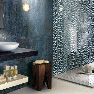 Le piastrelle per interni in gres porcellanato smaltato sono realizzate con la doppia pressatura. La serie Murano di Ceramica Fondovalle prevede quattro formati ed è arricchita da mosaici di 30 x 30 cm formati da tessere in vetro (2,2 x 2,2 cm). www.fondovalle.it
