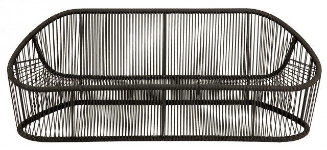 Club di Zanotta è programma d'arredo costituito da un sofà e da una poltrona. La struttura è ottenuta da innumerevoli tubi d'acciaio ricoperti in treccia di fili in PVC. Stile etnico ma di gran classe, adatto anche in interni. Il sofà può essere accessoriato con un grande cuscino per la seduta. Struttura interna: acciaio verniciato - Intreccio in filo di PVC con rinforzo interno in nylon. Misura L19xP78xH67 cm. Prezzo 3.090 euro. www.zanotta.it