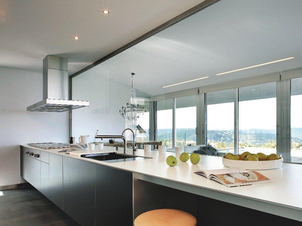 Ripristino della protezione antimacchia nel top cucina in - Top cucina materiali ...
