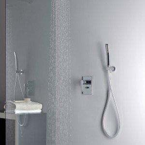 New Day di Cristina Rubinetteria è il miscelatore monocomando da incasso per doccia e vasca con deviatore a due uscite che miscela aria e acqua. Prezzo 65 euro. www.crs-group.it