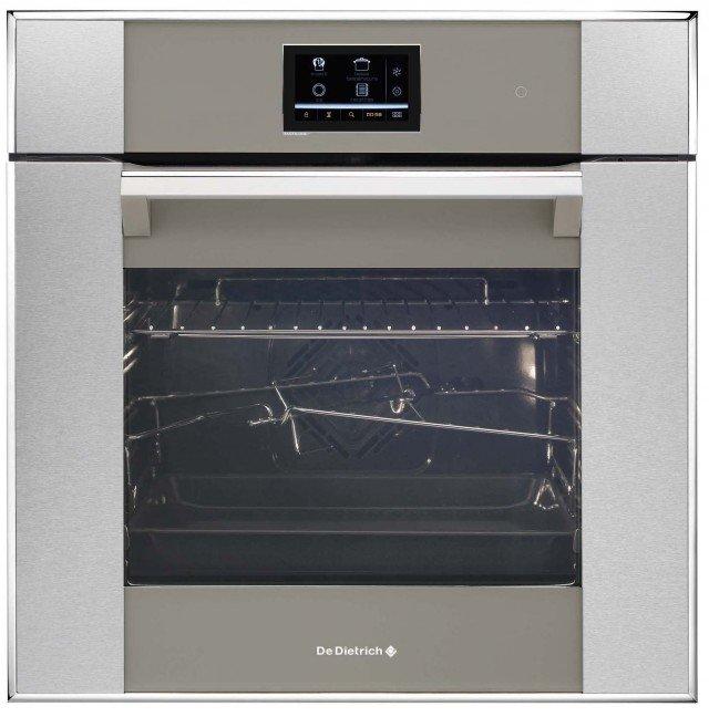 Il forno multifunzione DOP1190GX di De Dietrich è dotato di sistema di pulizia pirolitico e di funzione «calore combinato» particolarmente adatta per cotture a pasta umida come torte e quiche. In classe A -10%, misura L 59,2 x P 59,5 x H 59,5 cm. Prezzo Iva esclusa 2.220 euro www.dedietrich.it