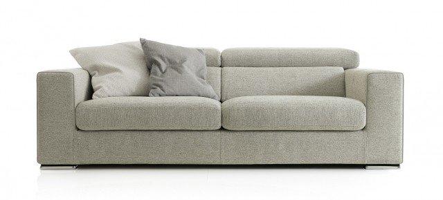 Prezzo 1.450 euro - Antigua di Ditre Italia. È rivestito in tessuto con trattamento antibatterico il divano dotato di poggiatesta regolabile; misura L 192 x P 100 x H 70/87 cm. www.ditreitalia.com
