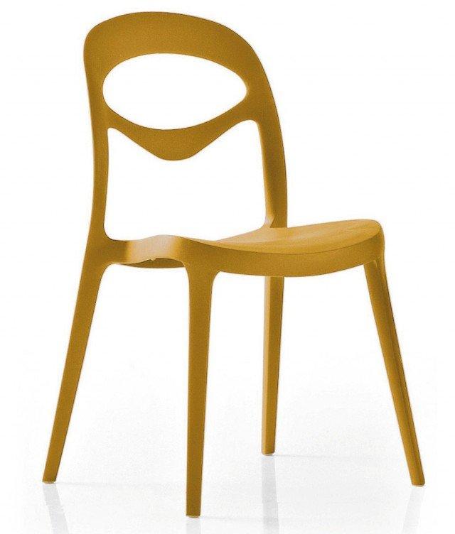 IN CUCINA E ALL'ESTERNO.La sedia For You di Domitalia impilabile ha la struttura e la seduta in polipropilene rinforzato con fibra di vetro. Realizzata con la tecnologia ad iniezione air-moulding, tramite un processo produttivo eco-sostenibile e con materiali riciclabili è prodotta nei arancio, verde acido, porpora, rosso e bianco, Misura L47xP53xH83cm. Prezzo 82 Euro. www.domitalia.it