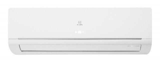 Il climatizzatore monosplit inverter EcoCool EXI 12 HL1WI di Electrolux, in classe di efficienza energetica A++ ha capacità di raffrescamento di 3,5 kW. Con comandi elettronici ha sistema di filtraggio Cold Plasma e funzione Follow-me per regolare automaticamente il livelli di raffreddamento/riscaldamento. Misura L 89,6 x P 20,5 x H 31,6 cm. Prezzo 945 euro. www.electrolux.it