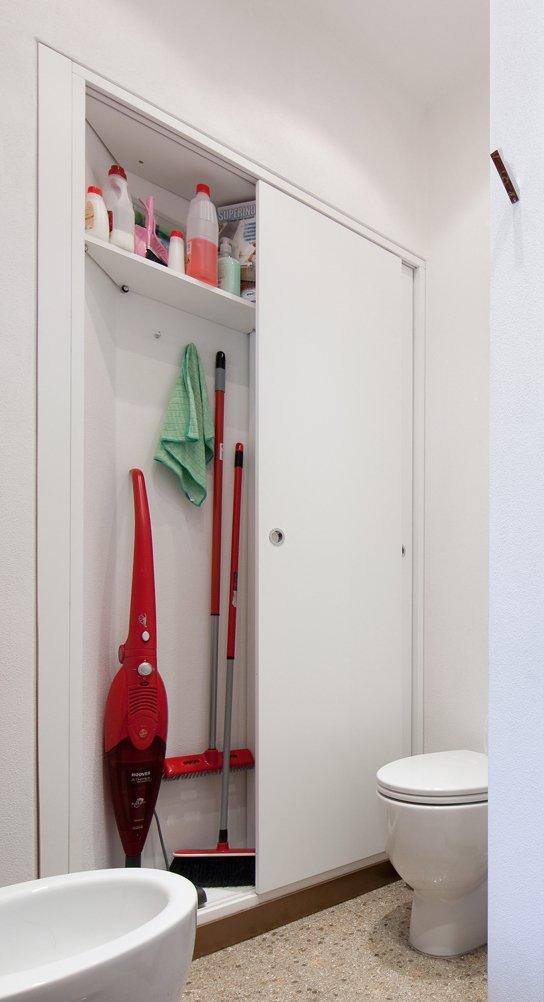 Armadio filomuro. In bagno, sull'unica parete libera, 15 cm di ...