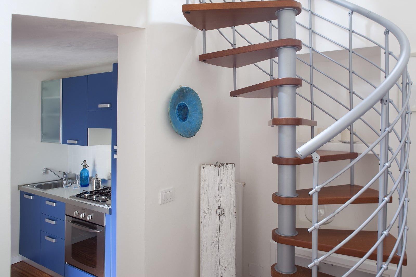 48 mq bilocale su due livelli cose di casa for Idee per ristrutturare casa piccola