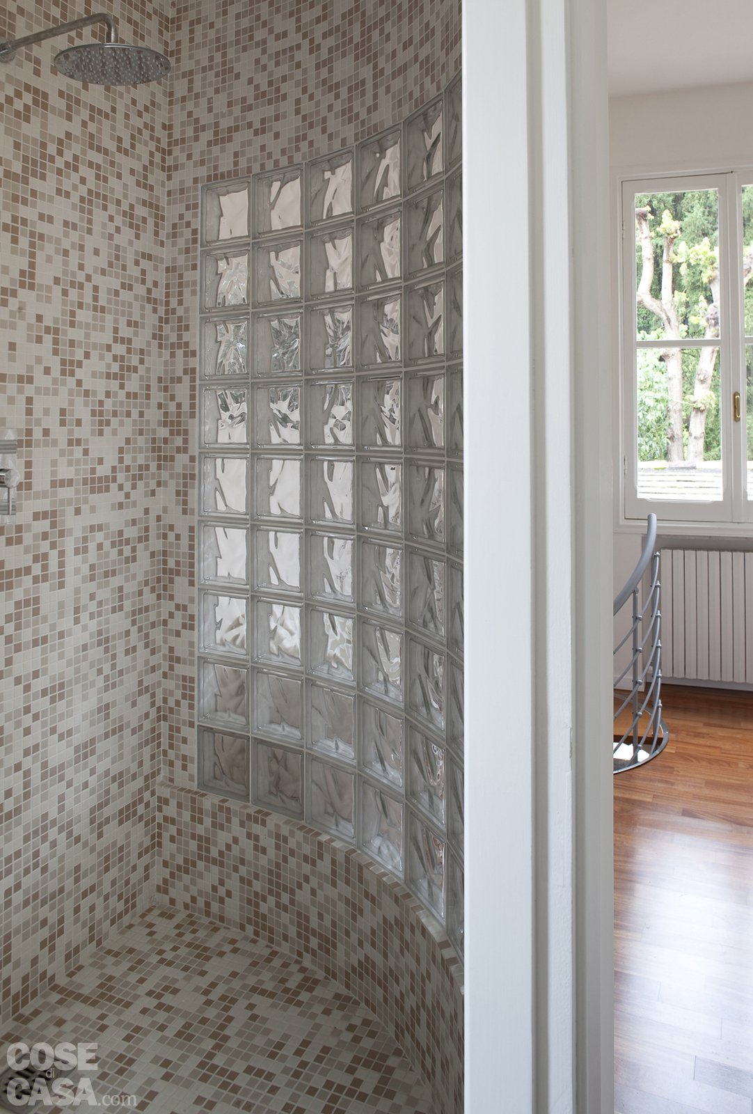 48 mq bilocale su due livelli cose di casa - Piatto doccia sassi ...