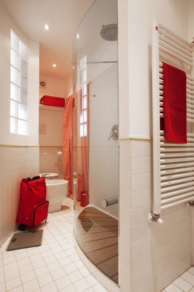 Monolocale di 25 mq con soluzioni salvaspazio cose di casa - Piastrelle vetrocemento ...