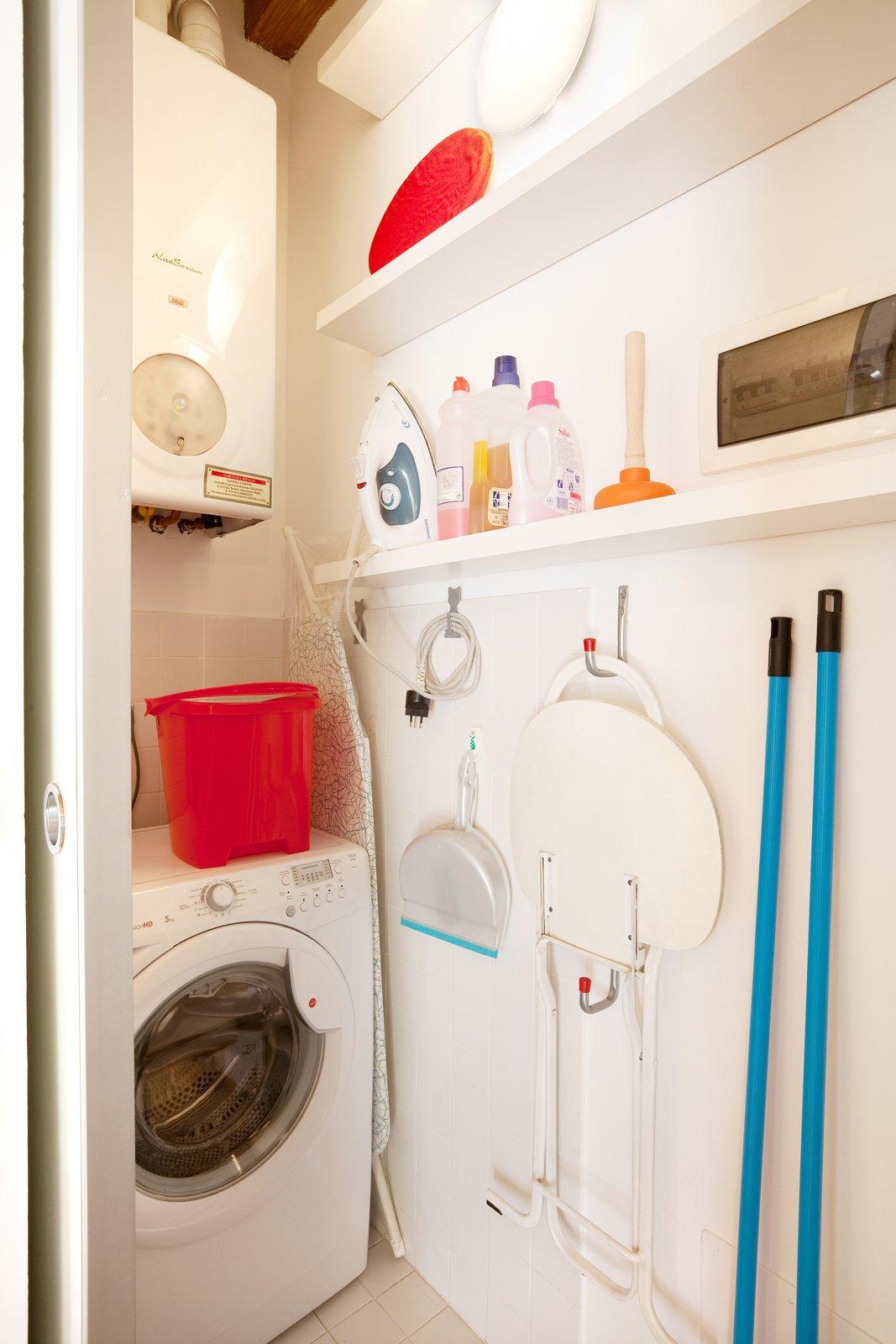 Monolocale di 25 mq con soluzioni salvaspazio cose di casa - Lavatrice in bagno soluzioni ...