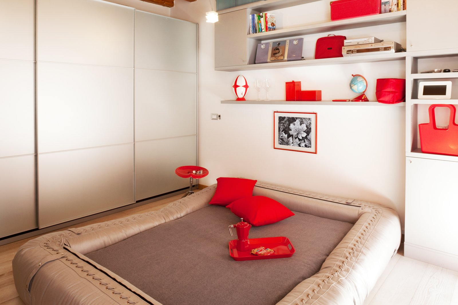 Monolocale di 25 mq con soluzioni salvaspazio cose di casa - Trasformare letto in divano ...
