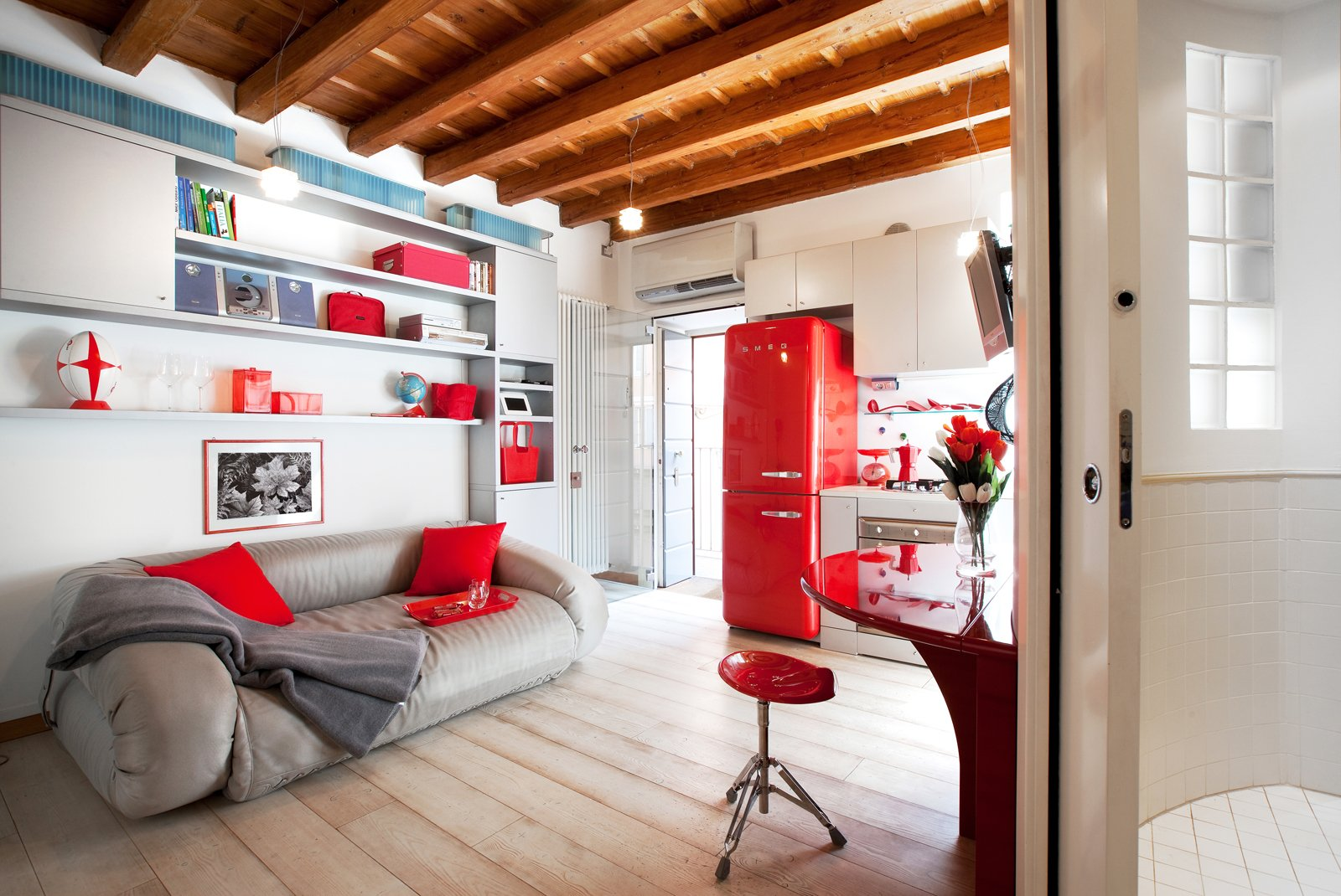 Monolocale di 25 mq con soluzioni salvaspazio cose di casa for Negozio di metallo con appartamento