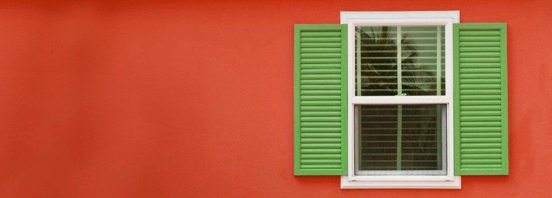 Dipingere una persiana in legno cose di casa share the for Una storia di case in legno