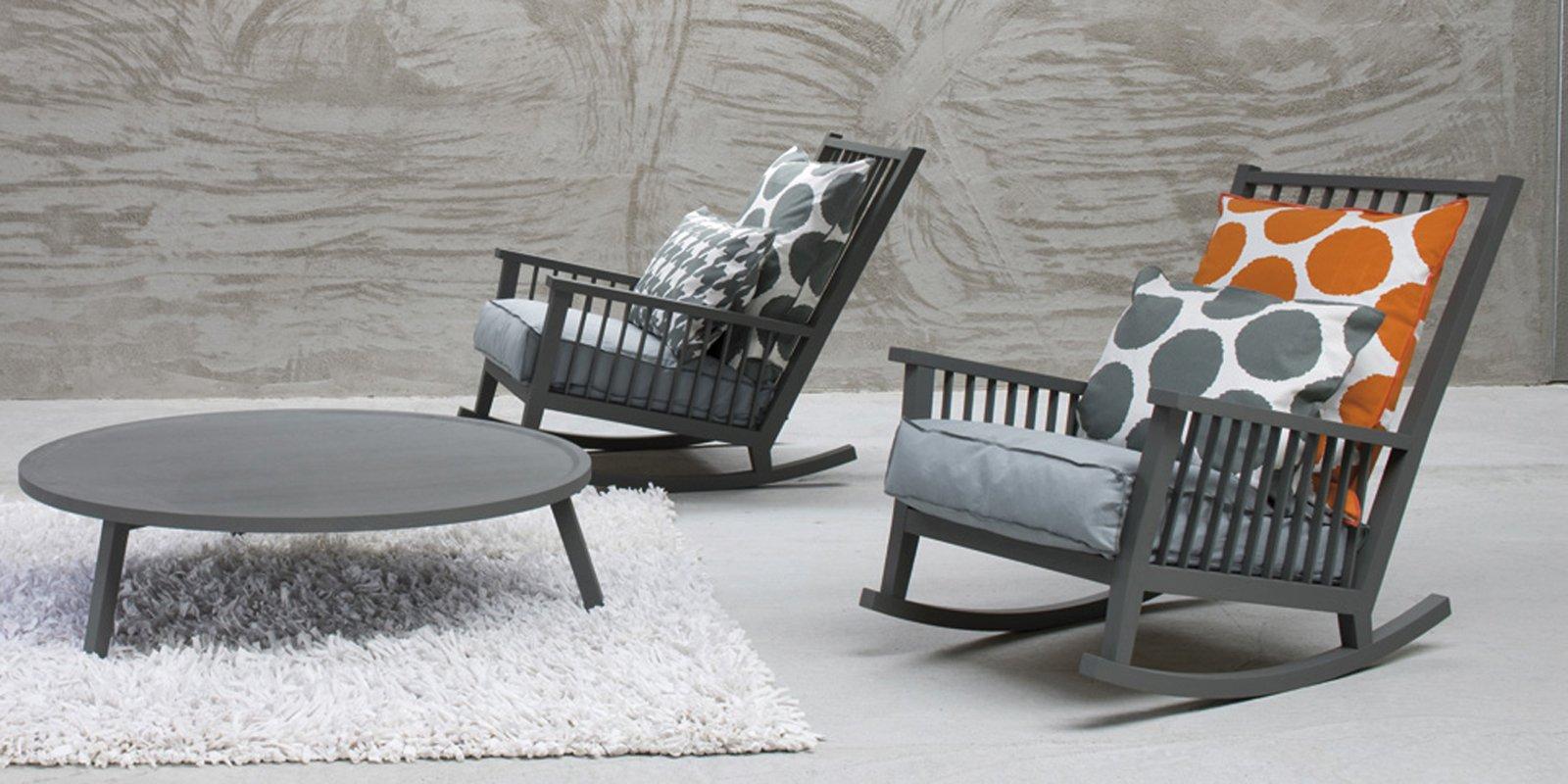 La Poltrona A Dondolo Gray 09 Di Gervasoni Mescola All'eleganza  #AB5920 1600 800 Sedia A Dondolo In Legno Ikea