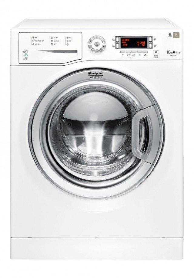 La lavatrice WMD 1044 BX EU di Hotpoint è in classe di effficienza energetica A+++ -10% e ha capacità di 10 kg. E dotata di display lcd con possibilità di memorizzare il lavaggio più utilizzato. Con programmi speciali antimacchia, woolmark Paltinum Care, Delicati e risciacqui antiallergico. Misura L 60,5 x P 59,5 x H 85 cm. Prezzo 699 euro www.hotpoint.it