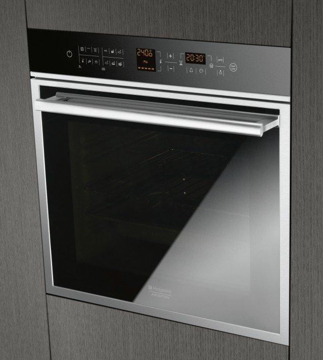 Il forno multifunzione Opensapce OK1037EL D.20 X/HA di Hotpoint permette di cucinare quattro piatti contemporanenamente su livelli diversi. Consente un risparmio di energia fino al 20% rispetto alla classe A. È largo 60 cm e ha capacità di 70 litri. Prezzo da rivenditore. www.hotpoint.it