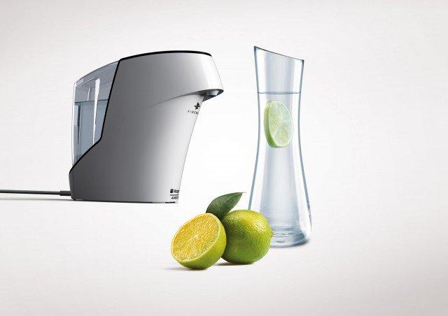 La Water Machine di Hotpoint-Ariston rimuove sil 99,9999% dei batteri rendendo l'acqua  del rubinetto più pura, buona e sicura  e priva di impurità anche invisibili. Ha il sistema Firewall  a raggi UV che purifica l'acqua dal serbatoio fino al punto di erogazione, il filtro a carboni attivi  che elimina  il cloro e gli altri residui per migliorare il sapore dell'acqua e il trattamento Biocote® a ioni d'argento previene la formazione di batteri nel serbatoio dell'acqua. Prezzo 199 euro. www.hotpoint-ariston.it