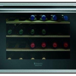 La cantina vino ad incasso da 45 cm della linea Luce di Hotpoint Ariston può ospitare fino a 24 bottiglie. Il termostato elettronico, regolabile da 4° a 18 °C, mantiene la temperatura costante ed omogenea e il sistema di anticondensa garantisce il livello ottimale di umidità. Prezzo da rivenditore. www.hotpoint-ariston.it