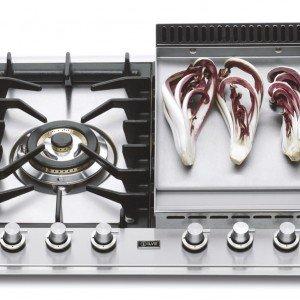 Il piano da incasso, alimentato a gas, lungo 120 cm, di Ilve è completo di piastra fry top per una cottura sana e senza grassi e di 5 fuochi di cui una tripla corona. Prezzo 1.955 euro. www.ilve.it
