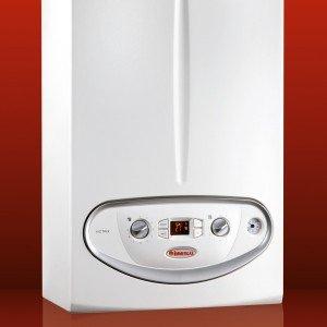 Victrix 26 kW di Immergas è il modello a condensazione per riscaldamento e acqua sanitaria con potenza di 26,6 kW. Misura L 44 x P 25 x H 78 cm. Prezzo 2.132 euro