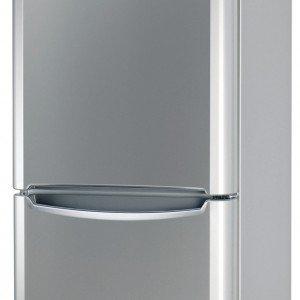 Il frigocongelatore combinato BIAA 23 V SI Y di Indesit con display touch esterno in classe di efficienza energetica A+ è dotato di Hygiene Control e funzione Raffreddamento Rapido. Misura L 60 x P 65,5 x H 187,5 cm. Prezzo 529 euro. www.indesit.it