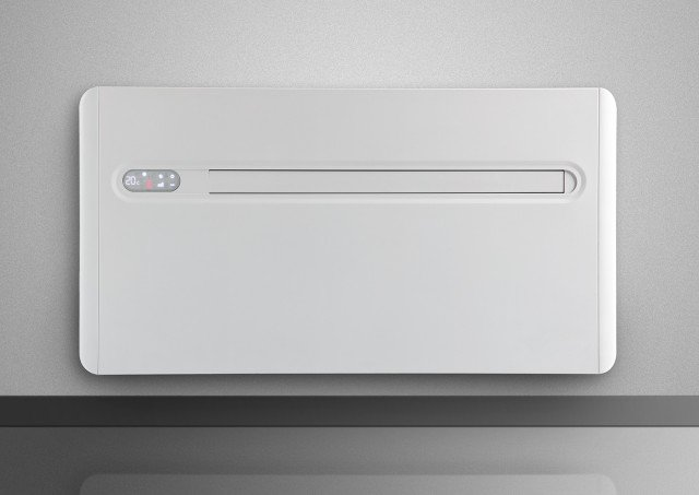 Il climatizzatore senza unità esterna «2.0» di Innova si installa nel muro perimetrale con due semplici fori. In classe di efficienza energetica A, ha potenza in raffrescamento di 2,3 kW. Misura L 103 x P 16,5 x H 55 cm. Prezzo 1.600 euro. www.innovaenergie.com