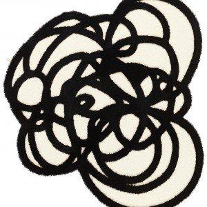 Taftato a mano, il tappeto Doodle di Kasthall è in lana e lino ed è disponibile con diametro 120 o 170 cm. Da 170 cm, prezzo 2.020 euro. www.kasthall.com
