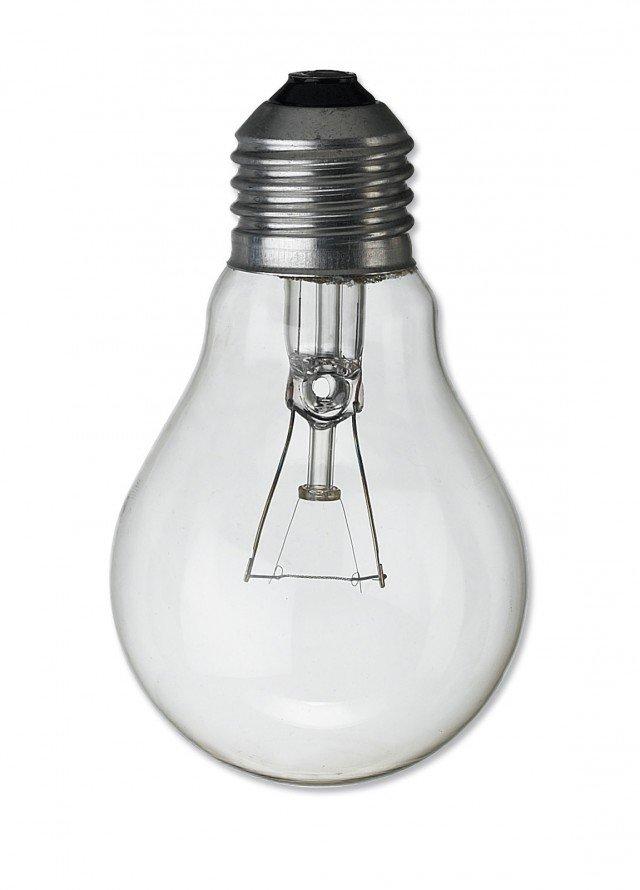 Sembra la classica lampadina a goccia, invece Goccia Chiara 12V di Leuci (www.leuci.it) è a incandescenza migliorata, a basso voltaggio. Prezzo 2,46 euro