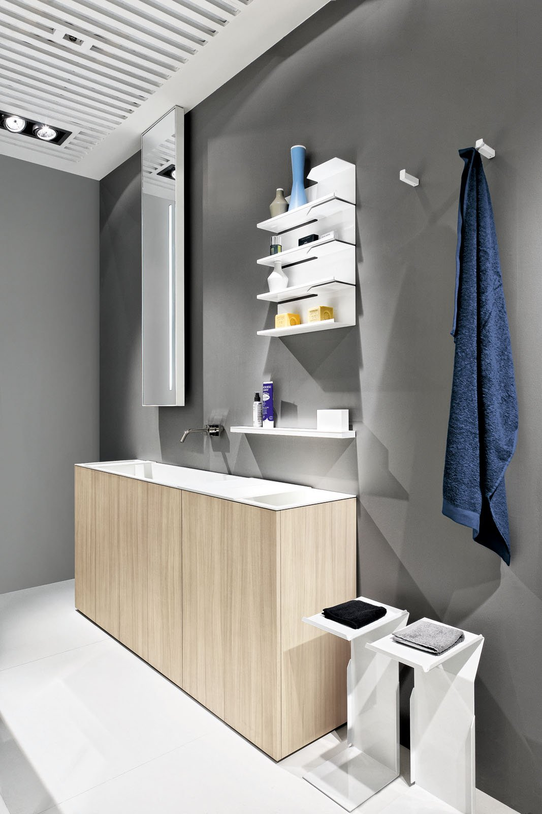 il mobile lavabo contenitore da terra light30 di makro design fa parte di un programma