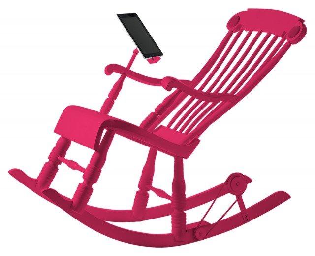 La vecchia dondolo della nonna diventa intelligente Irock è la dondolo 2.0, prodotta dall'azienda svizzera Micasa Lab, che recupera il design classico di una volta fondendolo con le nuove tecnologie e l'ecosostenibilità di oggi. La sedia intelligente dispone di speaker integrati nello schienale e di un supporto per tablet che permette di navigare, guardare un film o leggere un libro senza scaricare l'apparecchio semplicemente attraverso l'energia cinetica sviluppata dal movimento della sedia a dondolo che attiva una dinamo collegata al supporto del tablet permettendo la ricarica.Disponibile in 5 vivaci colori. Prezzo 1.000 euro. www.irocknow.ch