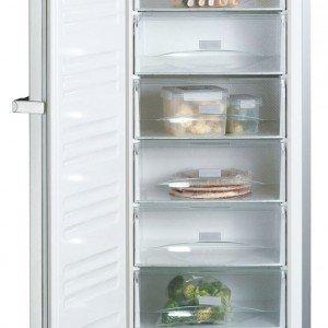 Con sistema SuperFrost e No-Frost, il congelatore verticale FN 12827 SD edt-cs di Miele ha 8 cassetti e capacità di 261 litri. In classe A+, congela 20 kg in 24 h. Misura L 60 x P 63 x H 185 cm. Prezzo 1.350 euro. www.miele.it