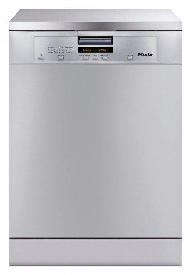 Ha l'allacciamento diretto all'acqua calda la lavastoviglie G5600 SC Acciaio CleanSteel di Miele che consente di ridurre i consumi anche del 64% rispetto al riscaldamento tradizionale. Da 14 coperti e con 6 programmi di lavaggio, ha cestelli superaccessoriati. Misura L 59, 8 x P 60 x H 84,5 cm. Prezzo 1.550 euro www.miele.it
