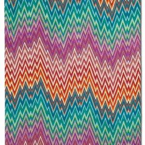 """Il tappeto Navaleno di Missoni multicolore ricamato """"chain stitch"""", cioè a punto catenella, è in 70% lana e 30% cotone. Misura 170 x 240 cm. Prezzo 1.255 euro. www.missonihome.it"""