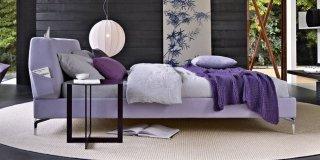 letto Tea Time Bed di Molteni stile contemporaneo con testiera sfoderabile dotata di portaoggetti