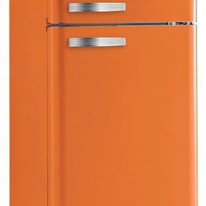 A doppia porta il frigocongelatore NR 77 RO di Nardi in classe di efficienza energetica A+ ha una capacità netta totale di 294 litri. È dotato di ripiani in cristallo e di portabottiglie cromato. Misura L 59,5 x P 60 x H 181,4 cm. Prezzo 1.246 euro. www.nardi.it