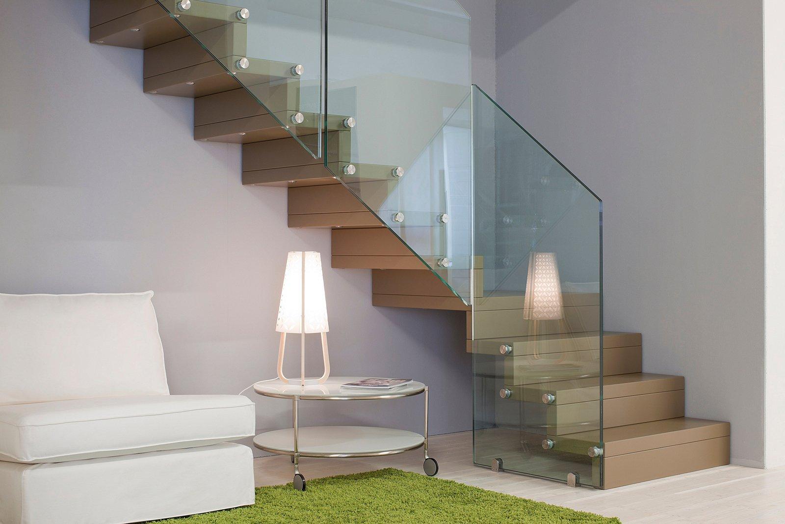 È fissata direttamente alla parete la scala a giorno Futura Design di ...