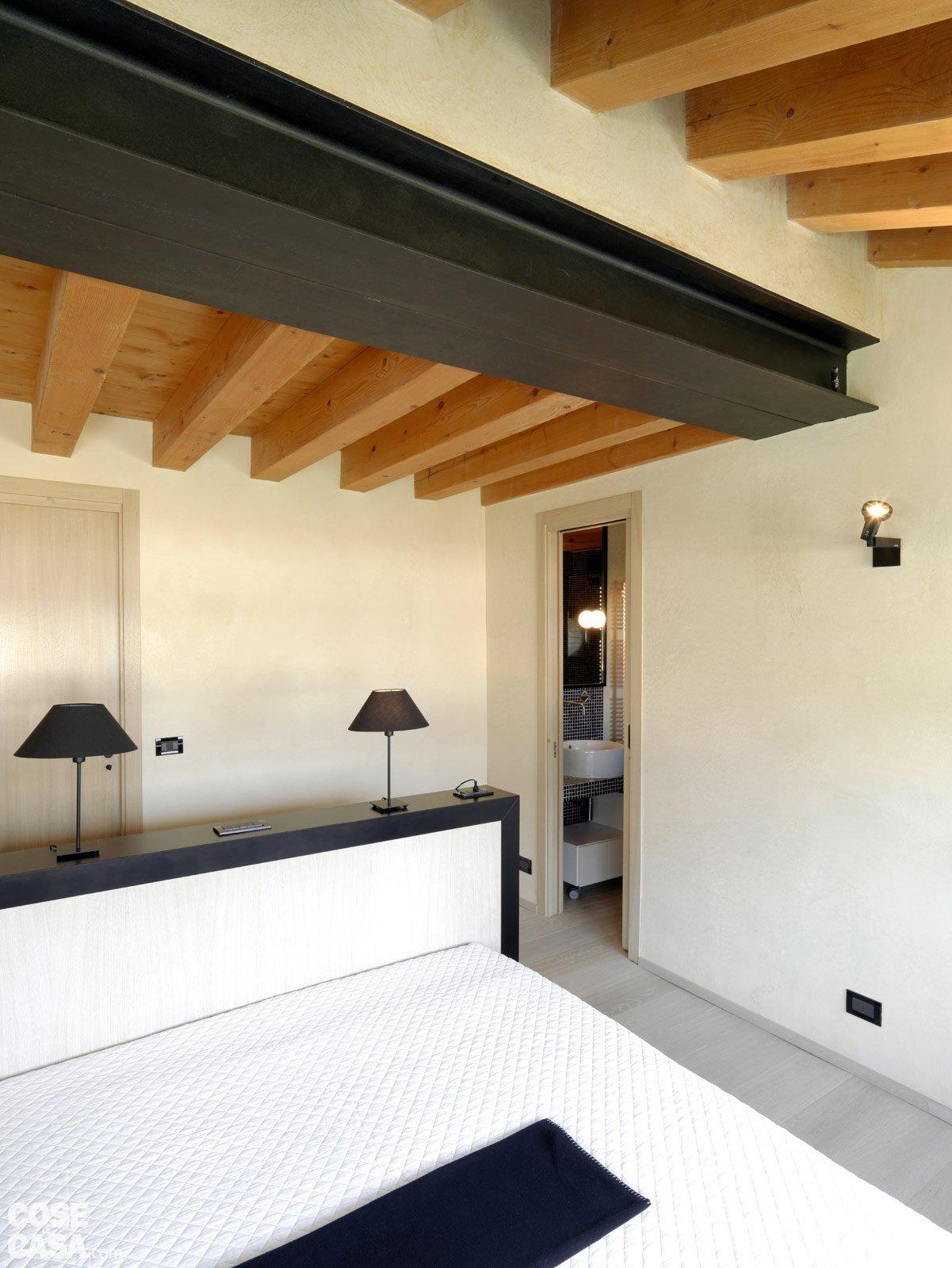 Picture idea 34 : Scala a vista in soggiorno legno e pietra nella casa